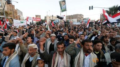 pro-houthi-protesters